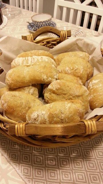 Päivi leipoo: Sämpylät ja leivät