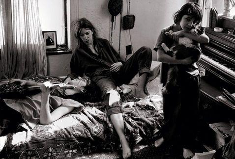Patti Smith con sus hijos y el gato por Annie Leibovitz