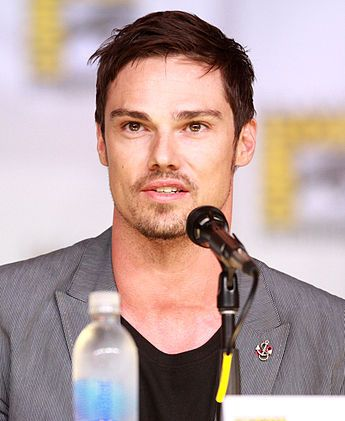 Jay Ryan, 2013. Beauty and the beast.  Hottie...