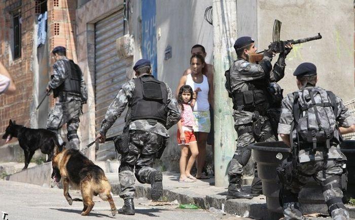 Favelas - Rio de Janeiro - Pesquisa Google