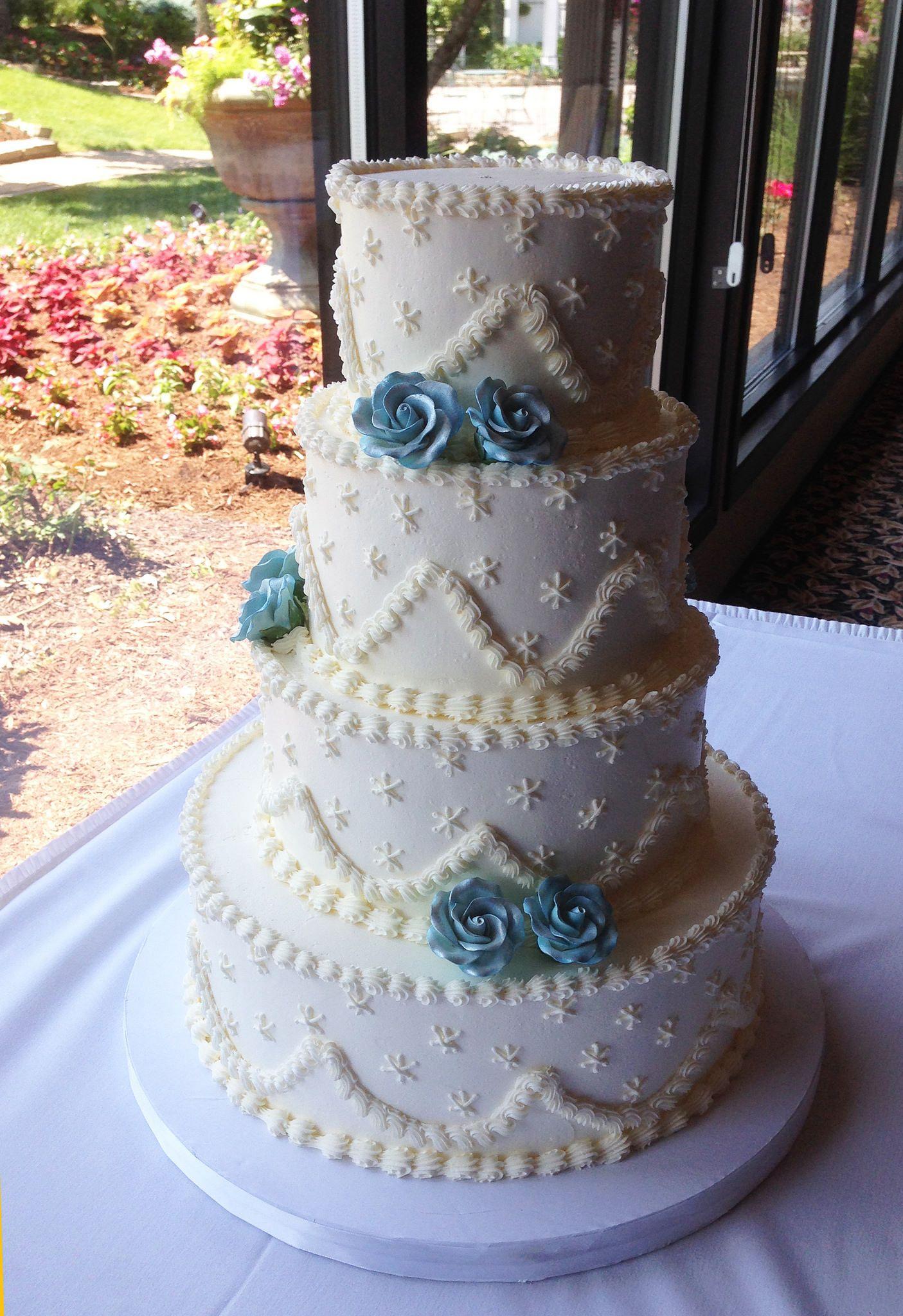 Heather with sugar flowers sugar flower wedding cake