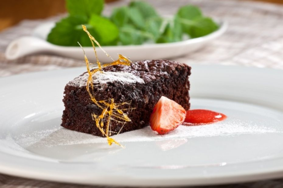 Čokoládové brownies s jahodovým coulis - Babinet.cz