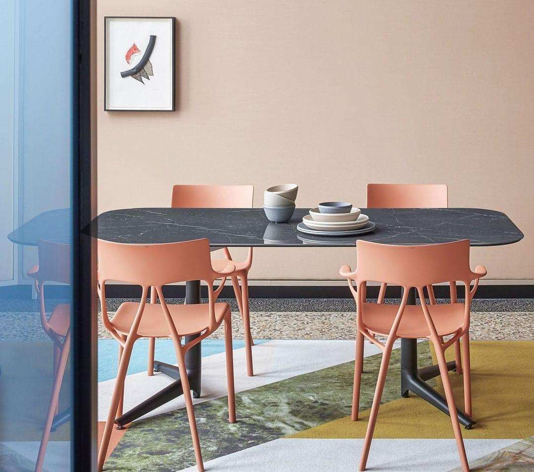 Ideat On Instagram Devoile Lors Du Salon De Milan 2019 La Chaise Ai De Philippe Starck Pour Kartell Kart En 2020 Coussin Design Deco Maison Decoration Interieure