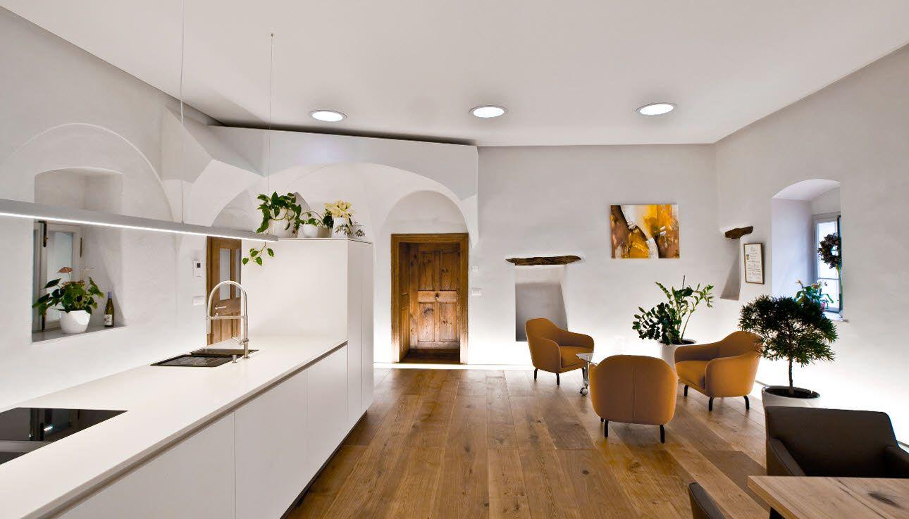 freistehende intuo k che in einem historischen gutshof aus dem 16 jahrhundert planung und. Black Bedroom Furniture Sets. Home Design Ideas