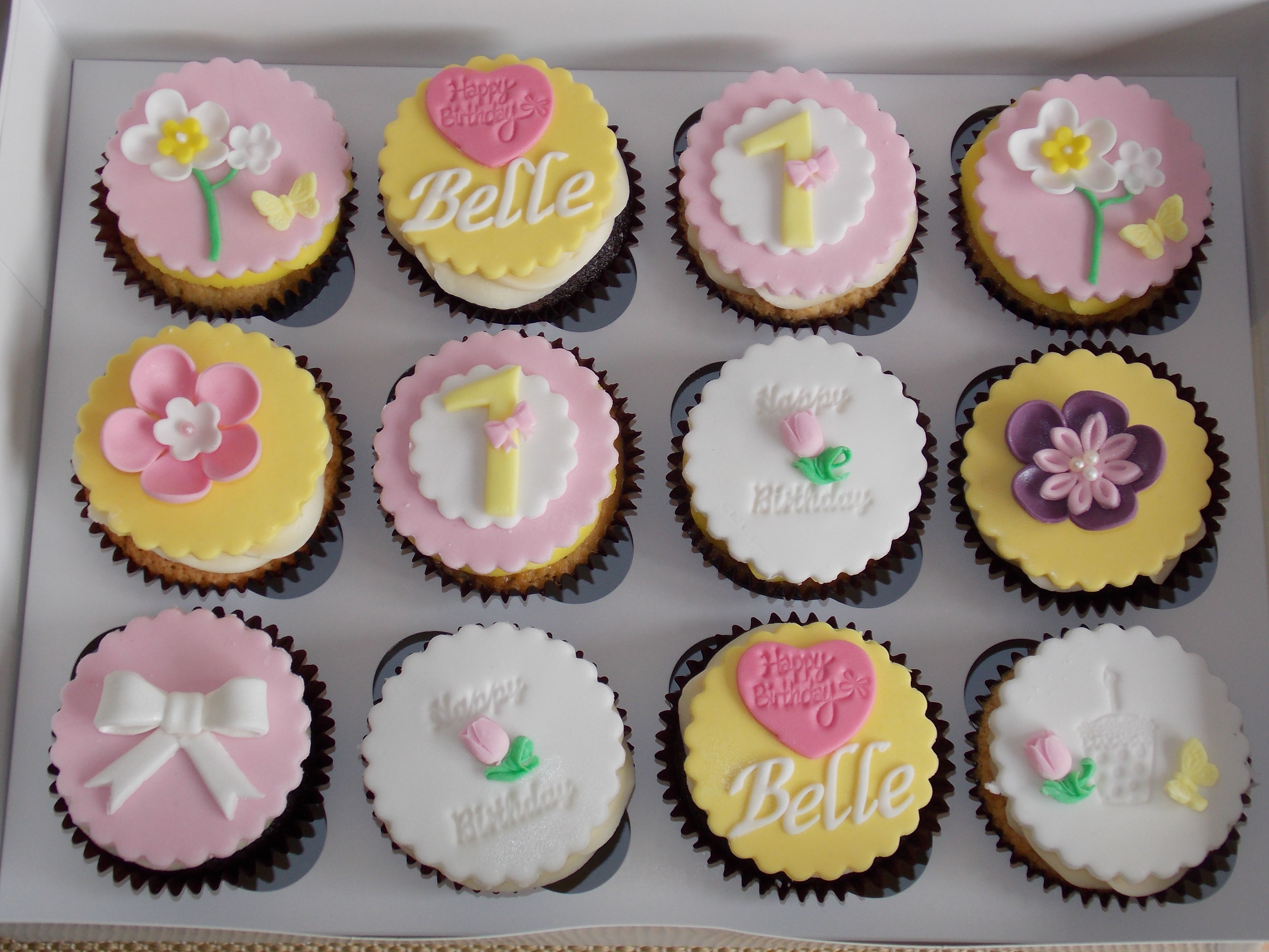 Birthday Cupcakes For Little Girl S 1st Birthday Party Cupcakes