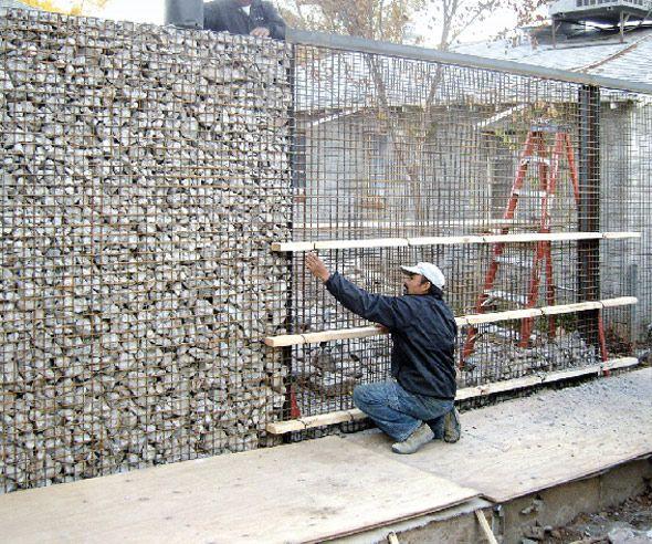 Concrete And Cinder Block Debris Filled Fence Diseno De Cercas Muro De Gaviones Disenos De Jardines