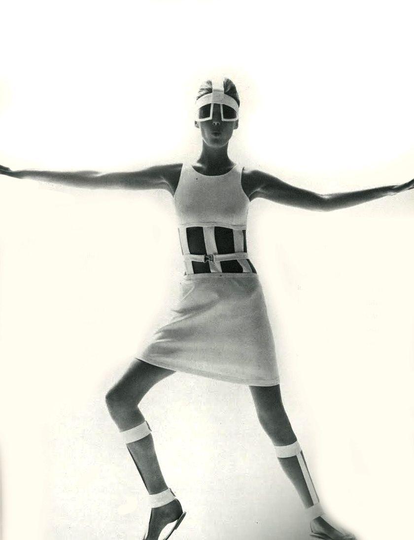 Space aaaage fashion. Photo by Bert Stern, 1966.