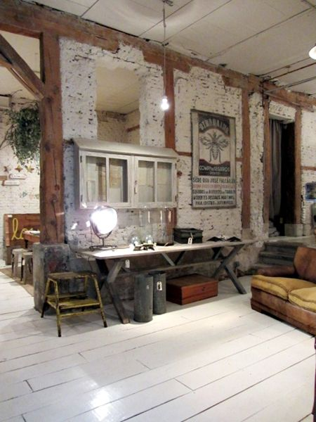 Painted brick timbers white floor shops coffe for Decoracion retro industrial