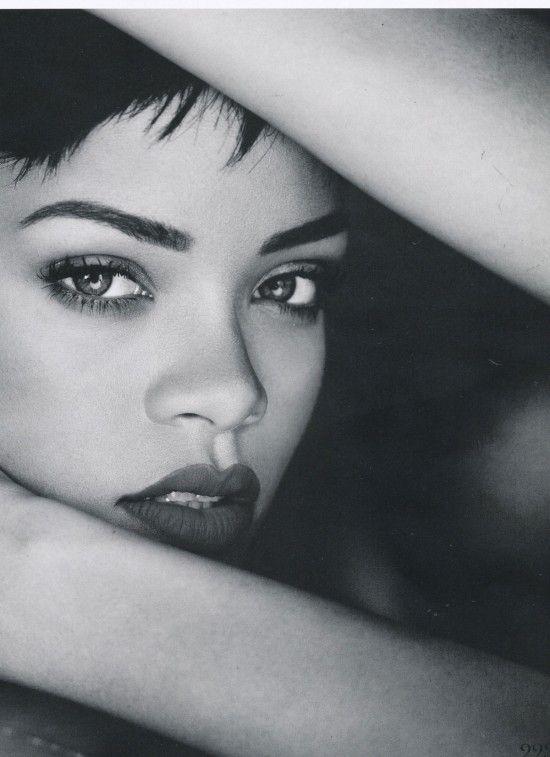 Rihanna Elle Photoshoot 2013 | - 47.2KB