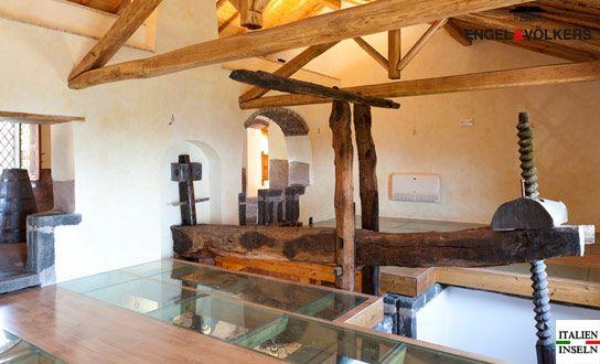 Weinpresshaus oder Luxusimmobilie, von allem etwas dabei