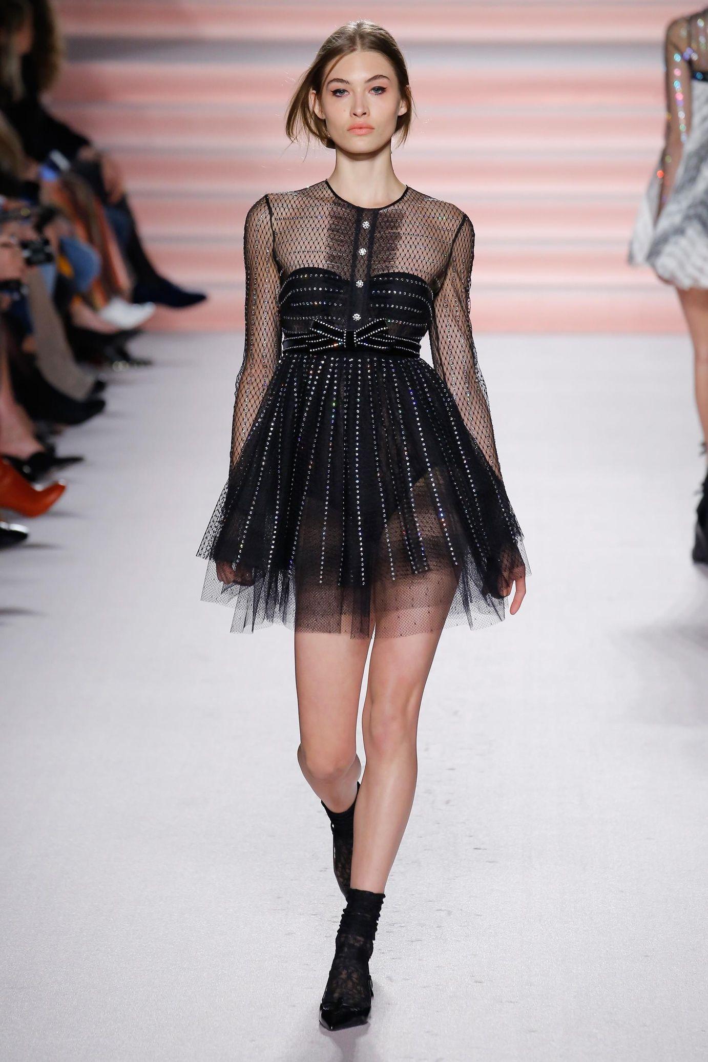 Latest lace dress styles 2018  Défilé Philosophy di Lorenzo Serafini  prêtàporter femme automne