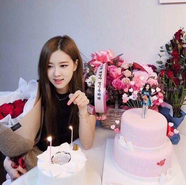 #Rosie Happy Birthday #ROSÉ #BLACKPINK #BLACKPINKROSE #KOREANGIRLS #ULZZANGGIRLS #ROSIEPOSIEDAY ...