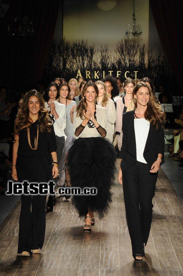 El desfile de Pink Filosofy. Johana Ortíz y Adriana Arboleda junto a Alessandra Ambrosio y las demás modelos.