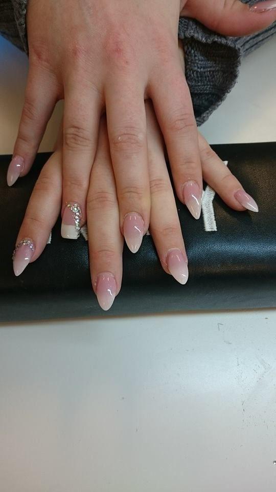 Gele negle lavet af NannaRosa på VIP negle kursus hos Nail4you her i FLOT natur med et tvist af Franske negle. Du kan også blive uddannet negletekniker hos nail4you. Hvis du vil have dine negle lavet af Nanna, så skriv en besked til 31221811 Nanna bor i Stege.