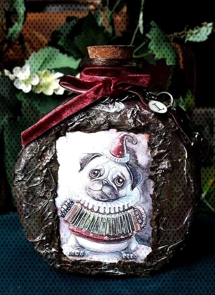 Decorated bottle. Altered bottle. Pug decorations. Valentines gift for mom.Bathroom decor. Entry ta