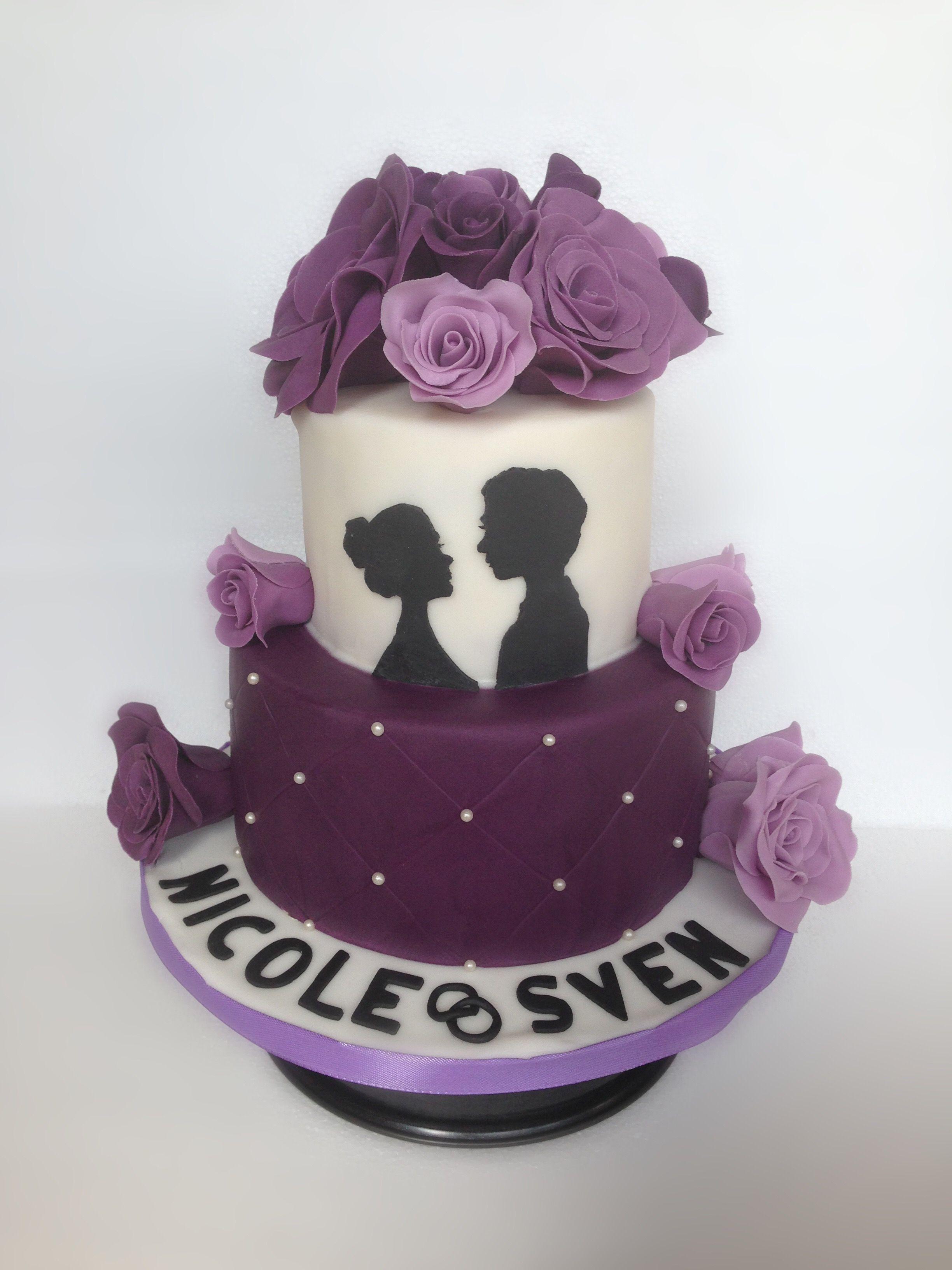 hochzeitstorte torte mit lila rosen aus fondant zweist ckig zwei etagen wei lila mit. Black Bedroom Furniture Sets. Home Design Ideas