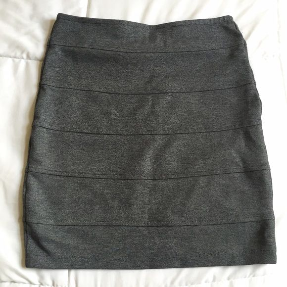 Forever 21 Grey Mini Skirt Only worn a few times. Material is thick with a stretch band at the waist. The front and back are identical. Great skirt for office attire or a fun night out. Size is small. Great condition. None of the above images have been edited. Forever 21 Skirts Mini