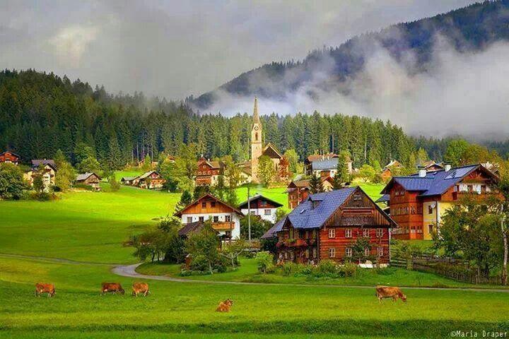 Il villaggio di Gosau in Austria