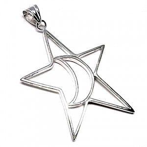 Colgante de plata con motivos de estrella y luna de dimensiones 6 cm de largo x 5 cm de ancho