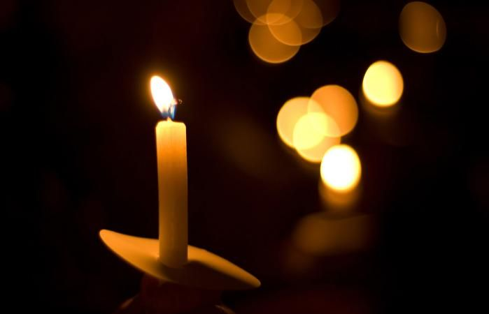 Ideas for a Candlelight Memorial Service | LoveToKnow