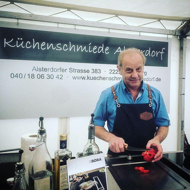 Unsere #everbloke Schürze im Einsatz bei Küchenschiede Alsterdorf auf der #homegarden in Hamburg. Come and visit us #workwear for #chef and #kitchen masters. #madeingermany #canvas #rawdenim #handcrafted - shop now at www.everbloke.com