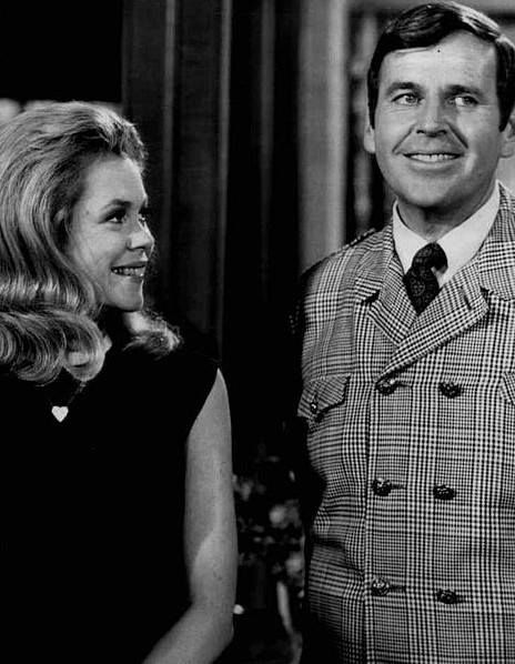 """Samantha and Uncle Arthur in the 1968 episode, """"No Harm Charm"""""""