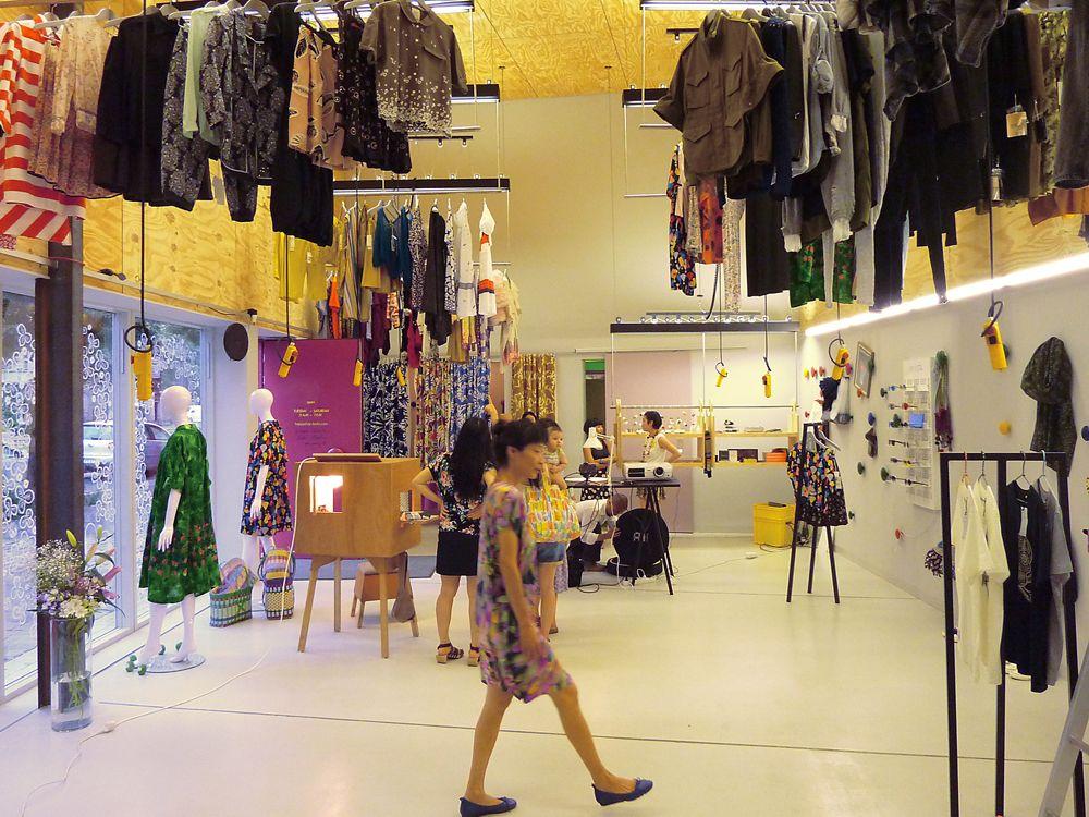 Kinetische Plastik: Happy-Shop in Berlin-DETAIL.de