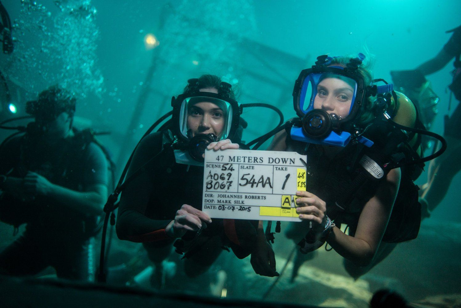 47 Meters Down Mandy Moore And Claire Holt Set Photo 3 22 Soul Surfer I Movie Movies Showing