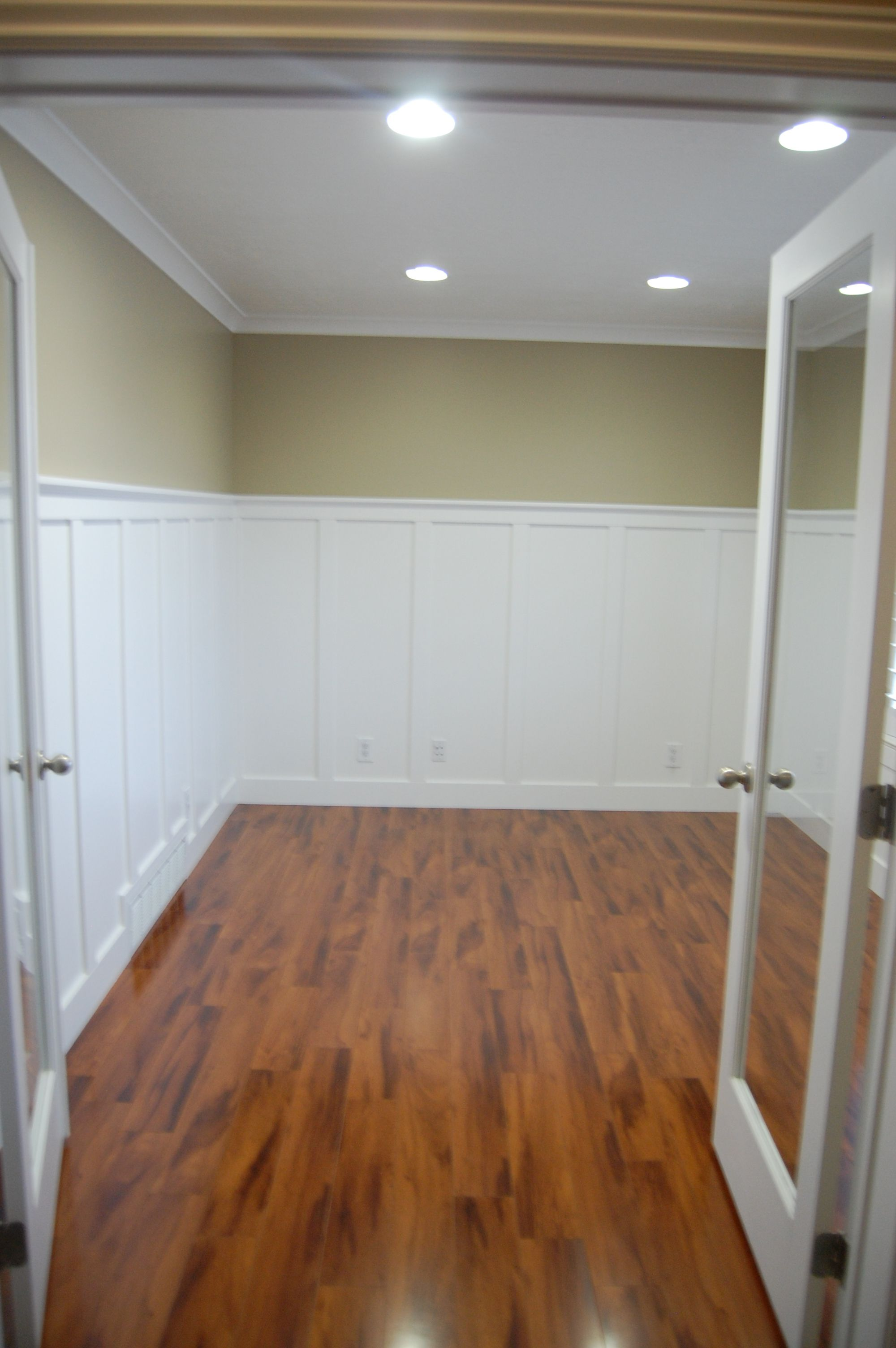 New Craftsman Wainscoting In My Dining Room Wainscoting Styles White Wainscoting Diy Wainscoting