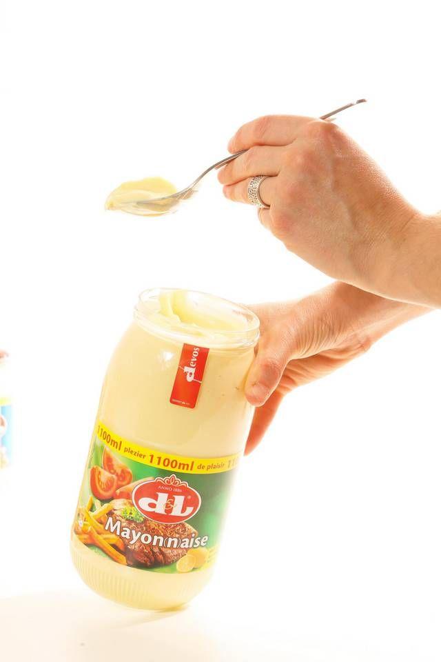 """Devos Lemmens mag dit jaar 130 kaarsjes uitblazen en dat laat het bedrijf niet onopgemerkt voorbij gaan. Met kerst zet het zes iconische potten op tafel gevuld met de saus der sauzen voor ons land: mayonaise. """"Ons authentiek recept is deel geworden van de Belgische eetcultuur"""", klinkt het trots bij de bedrijfsleiding in Puurs. - Puurs"""