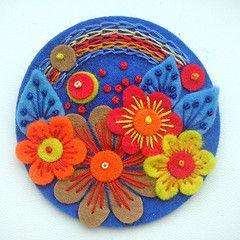 Botón o broche de fieltro, tambien puede servir como parche o como cuadro en la pared. Button  in Felt