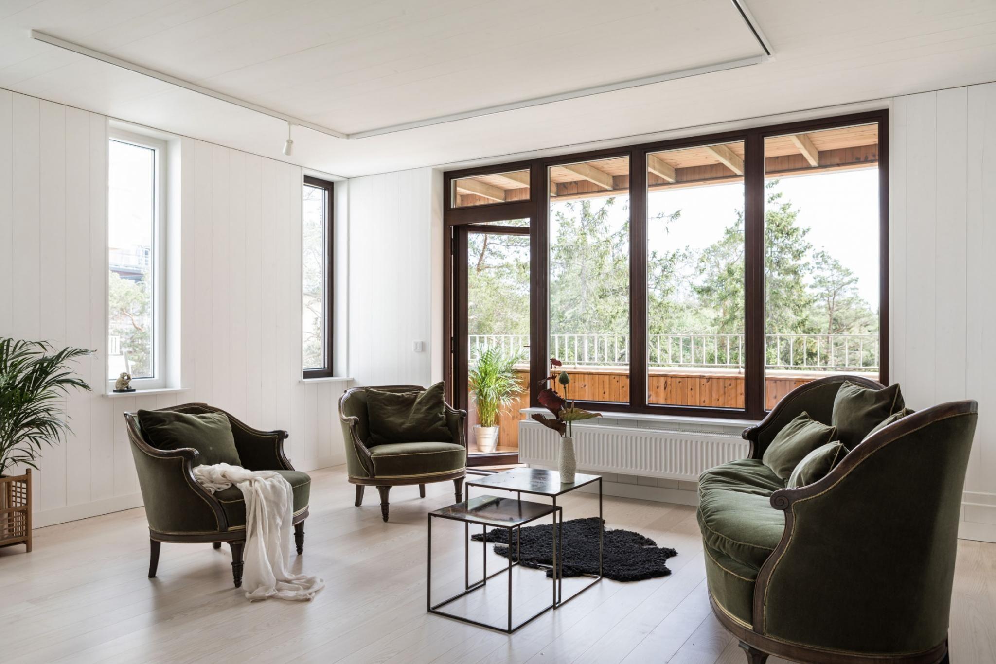 Une Maison Contemporaine En Bois Avec Patio  Planete Deco