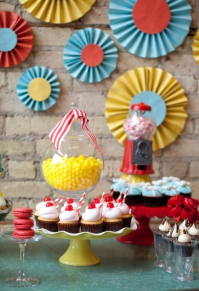 #Bright #desserts | Photo by: Erin Johnson on Society Bride via Lover.ly