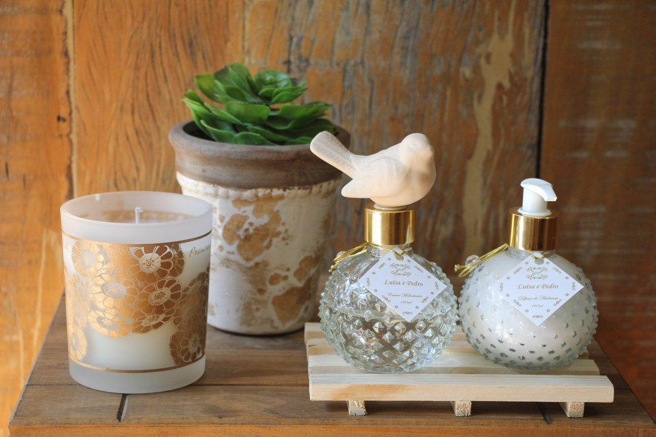 Difusor de aromas com pássaro de cerâmica (substitui as varetas) e Creme hidratante 200ml. Linda opção para presentear padrinhos!