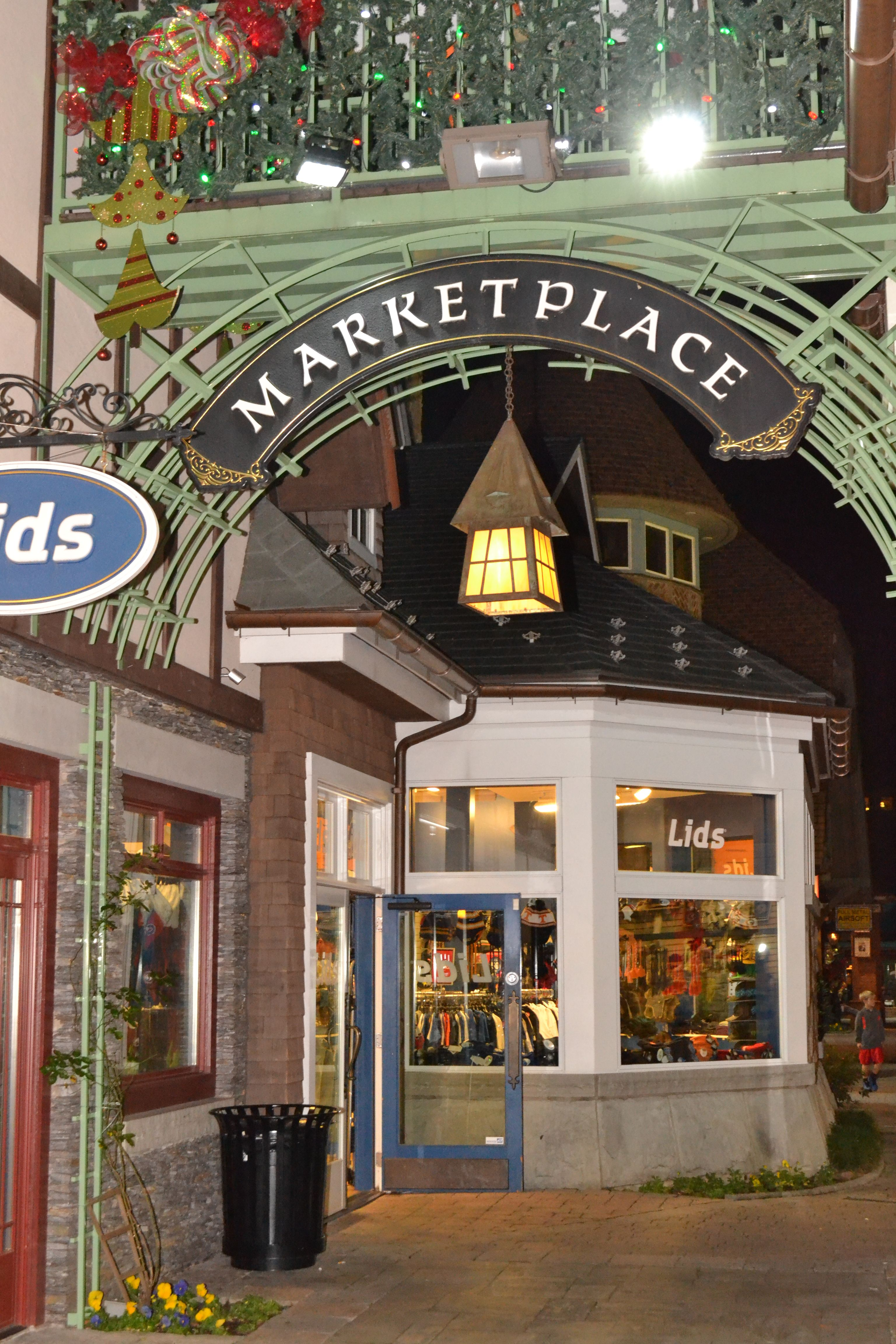 Gatlinburg Shopping, Shopping in Pigeon Forge & Sevierville Info ...