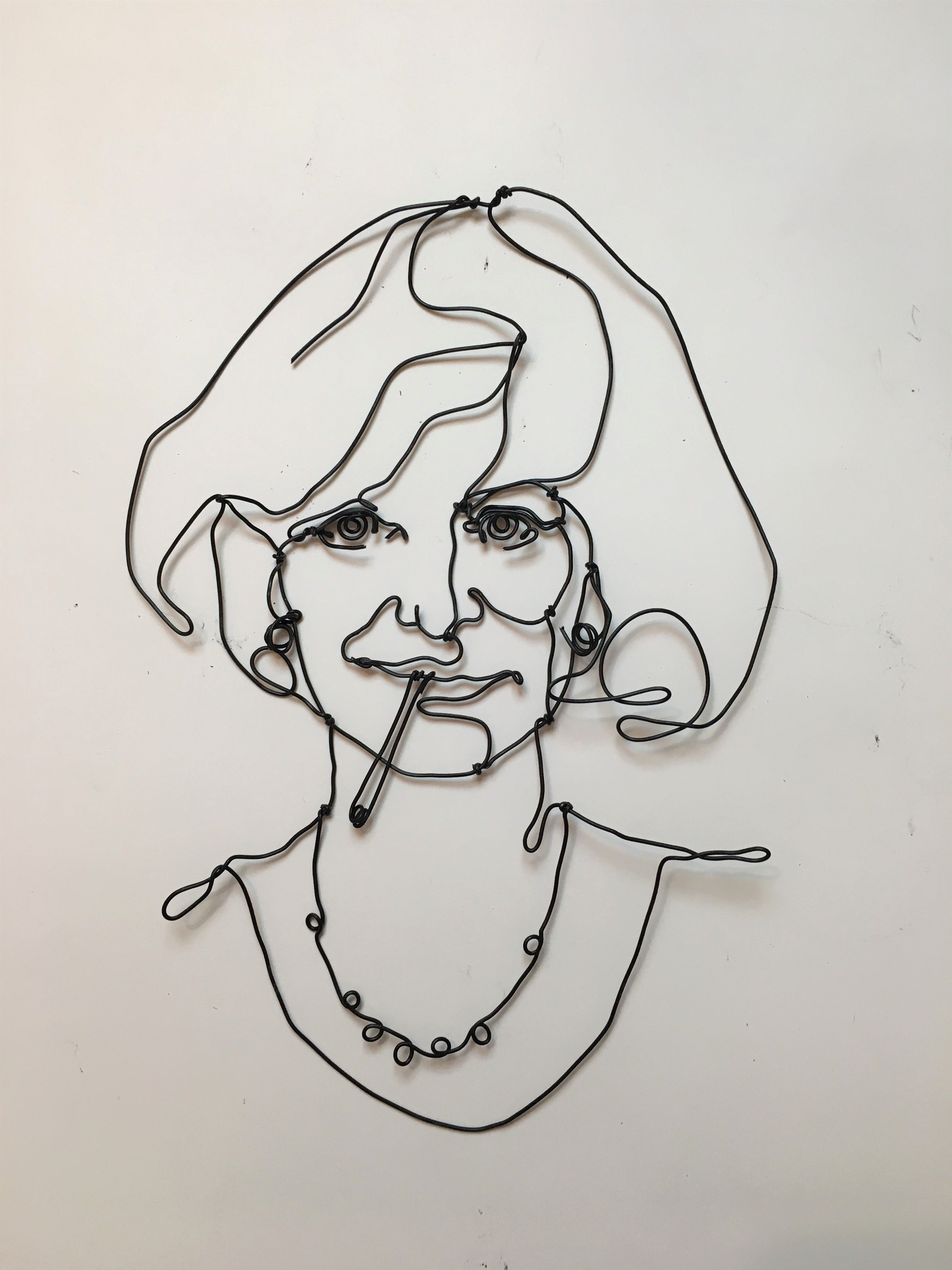 Minimal portrait, made of wire, chic and modern. #portrait #wire ...