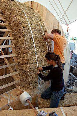 straw bale dome 3rd day cob nature homes pinterest haus stroh und architektur. Black Bedroom Furniture Sets. Home Design Ideas