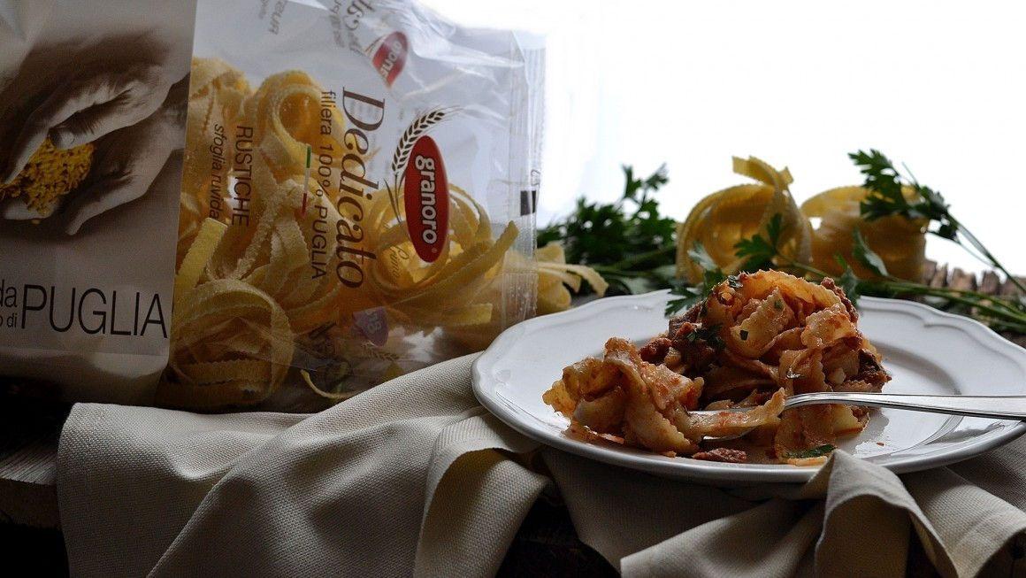 Rustiche in sugo d'aringa Per un primo piatto di carattere,gustoso e di semplice realizzazione,con le rustiche granoro dalla sfoglia ruvida il sugo si lega ancor più in un avvolgente e squisito boccone. la ricetta su ifood->http://www.ifood.it/2016/04/rustiche-in-sugo-e-aringa-affumicata.html e da ->http://www.zagaraecedro.ifood.it/2016/04/pasta-granoro-in-sugo-daringa.html