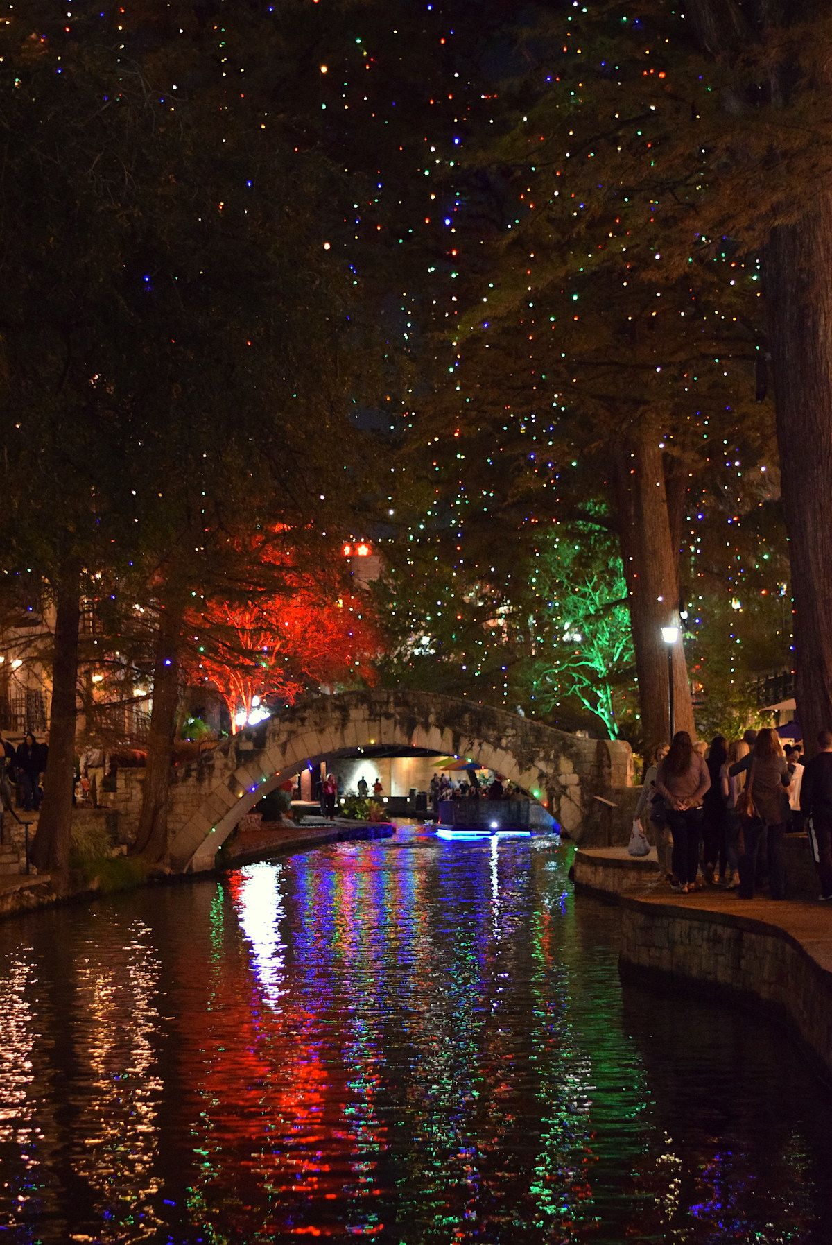 The Best Way To See River Walk Holiday Lights In On A Go