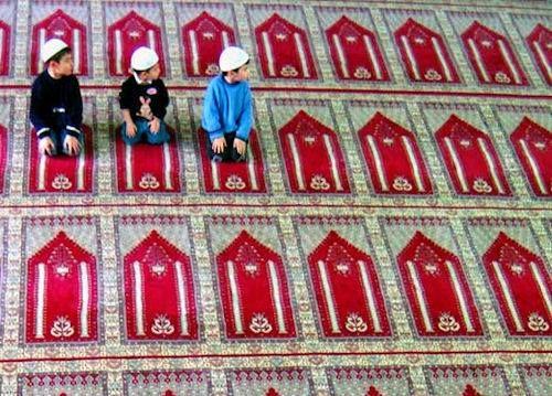 25+ Awesome Photos Of Muslim Praying Namaz(Salaat