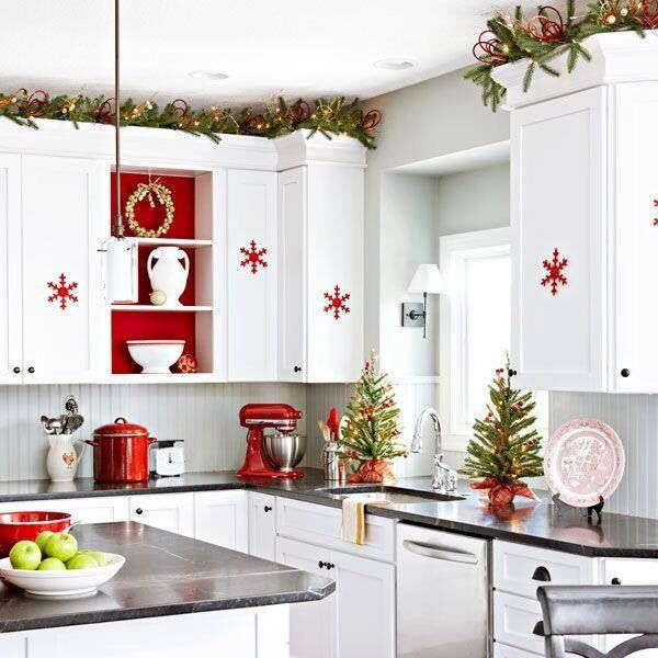 Christmas Kitchen Decorations Love The Garland Up Top With The