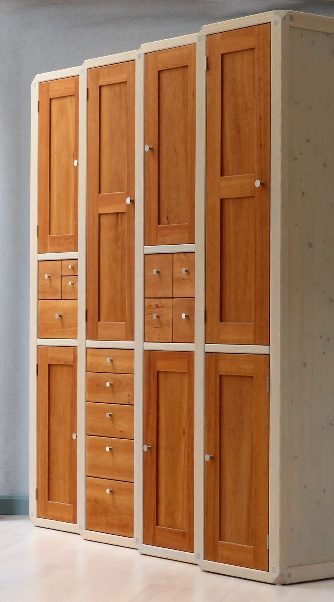 4 kompakte Pfeilerschränke aus Esche mit unterschiedlichen Fronten aus amerikan. Kirschbaum // Seeland