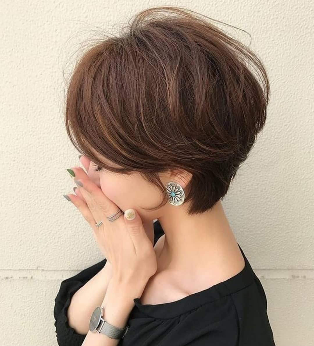 10 Cute Short Hairstyles and Haircuts for Young Gi