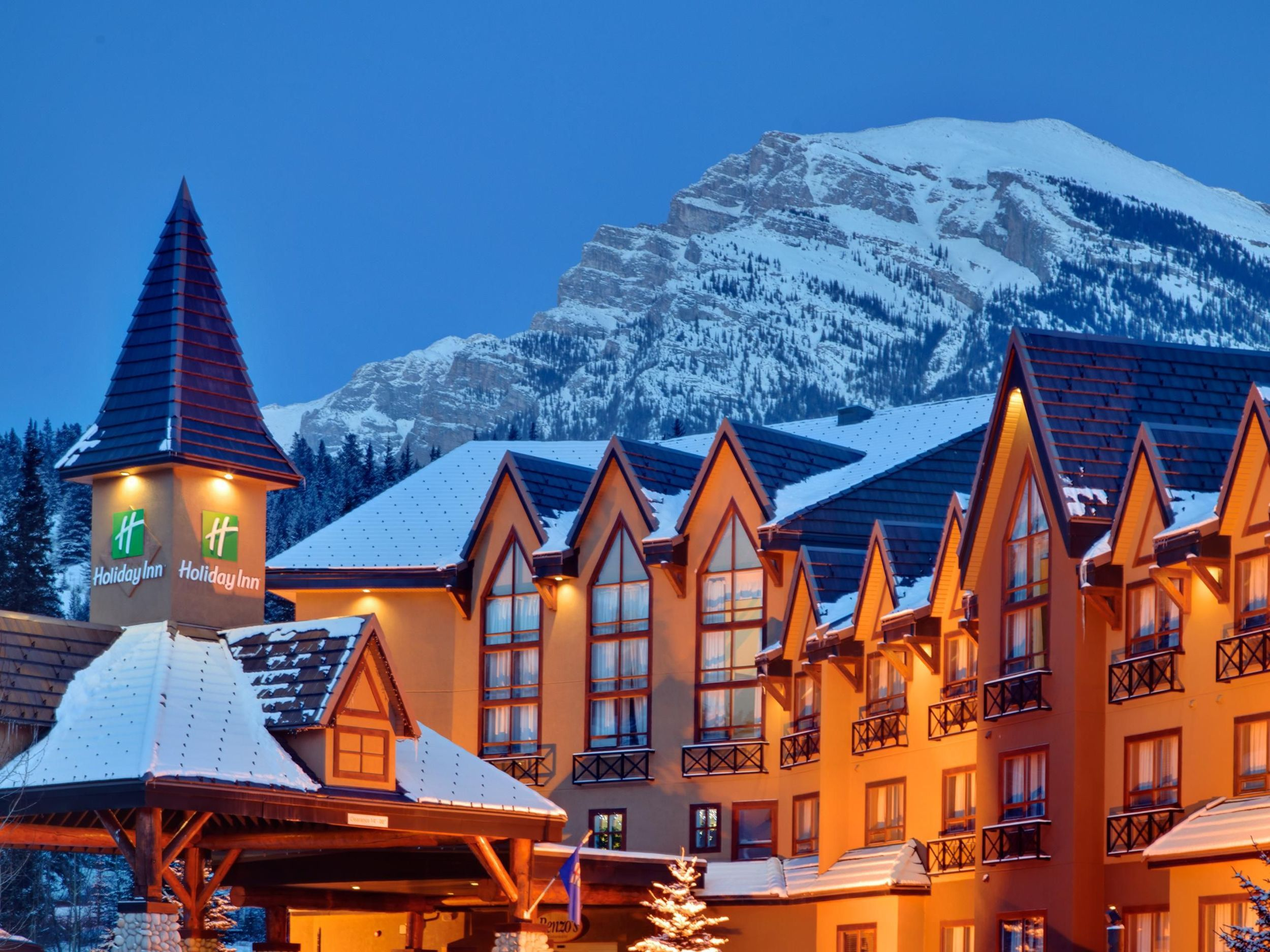 Canmore, Alberta hotel is surrounded by the Canadian ...