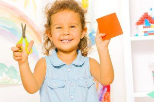 Apprendre à découper en criant ciseaux! - Enfant - 3 à 5 ans - Développement - Apprentissages - Mamanpourlavie.com