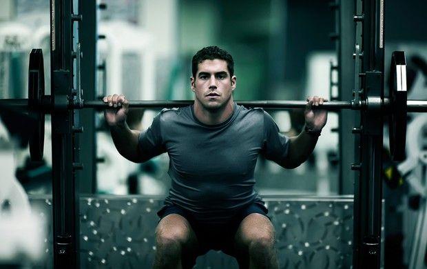 Muito importante para quem pratica corrida fazer também musculação para fortalecer os membros inferiores bem como tonificar o restante do corpo