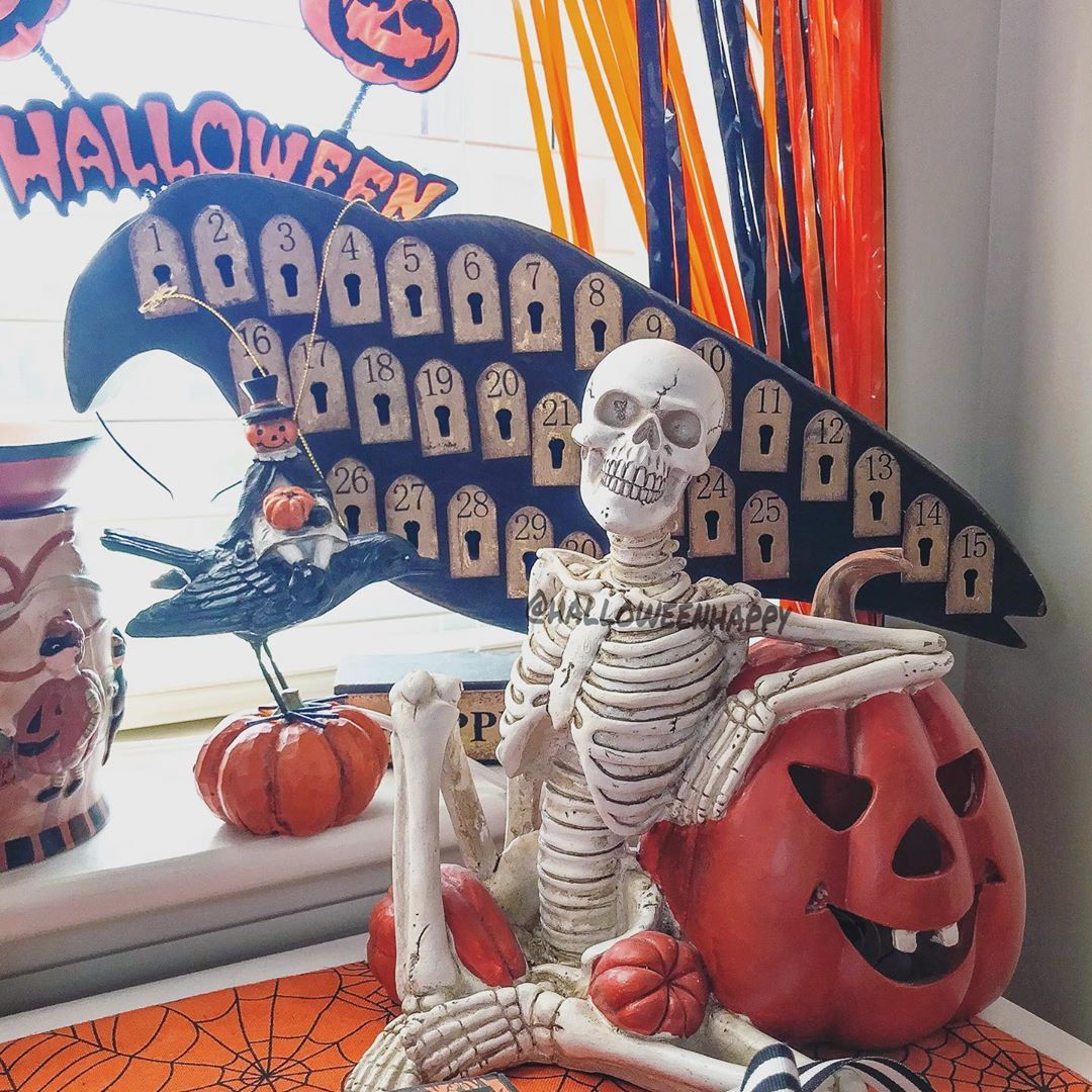 Yikes!! 👀O N L Y 107 days until.... Hall🎃ween!! You know