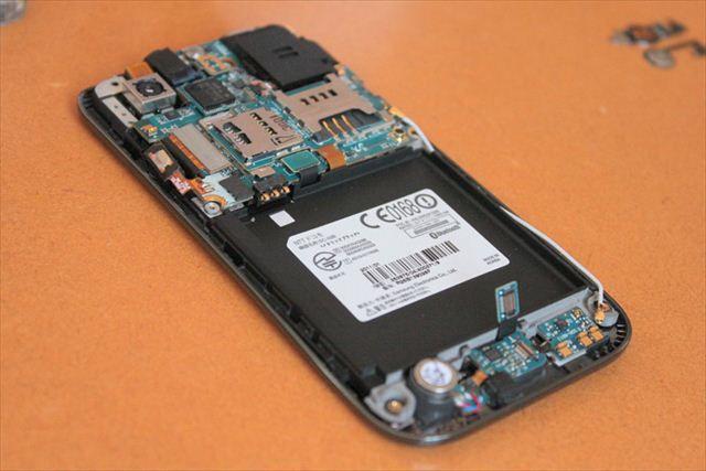 image:【レポート】GALAXY? iPhone? 分解して中身が最も美しいスマートフォンはどの端末か - 修理工房SMARTに聞く (1) Galaxyシリーズの中身の姿