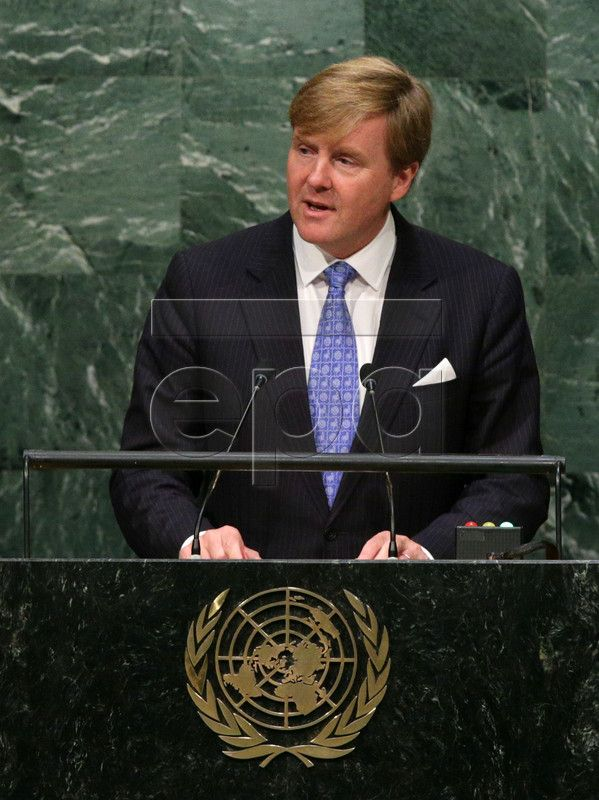 epa04954687 King Willem-Alexander of the Netherlands delivers his speech during the 70th session of the United Nations General Assembly at United Nations headquarters in New York, New York, USA, 28 September 2015. The General Debate runs through 03 October 2015. EPA/JASON SZENES
