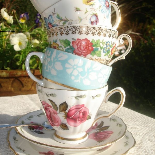 Yes I do love dishes, more precisely... Vintage china...here are some precious tea cups